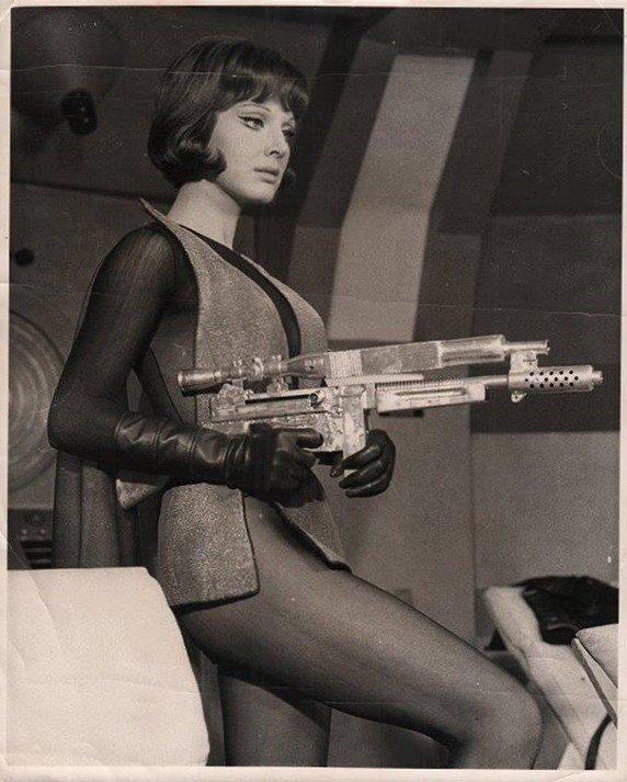 Leonora Ruffo in 2+5: Missione Hydra (1966)