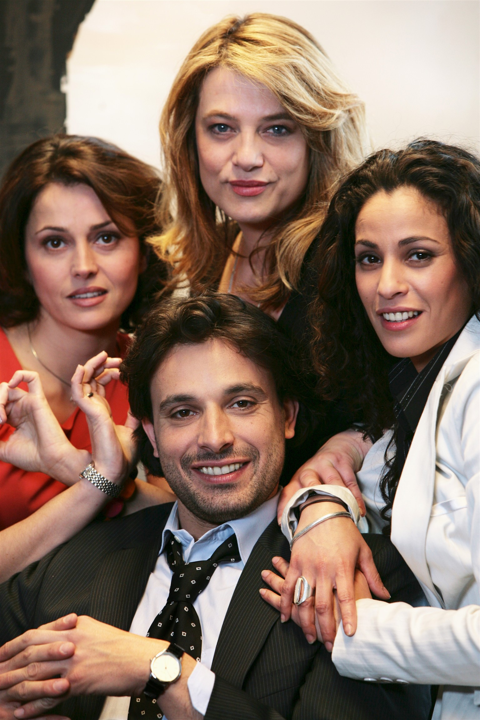 Anne Charrier, Eva Mazauric, Bruno Salomone, and Samira Lachhab in État de manque (2008)