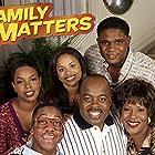 Reginald VelJohnson, Darius McCrary, Jo Marie Payton, Michelle Thomas, Jaleel White, and Kellie Shanygne Williams in Family Matters (1989)