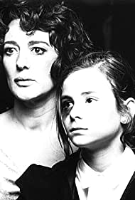 Isabel Ordaz and Mónica Sánchez in Solo amor (1995)