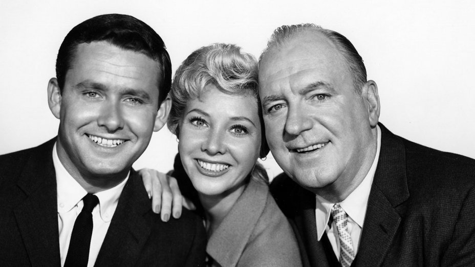 Pat O'Brien, Georgine Darcy, and Roger Perry in Harrigan and Son (1960)