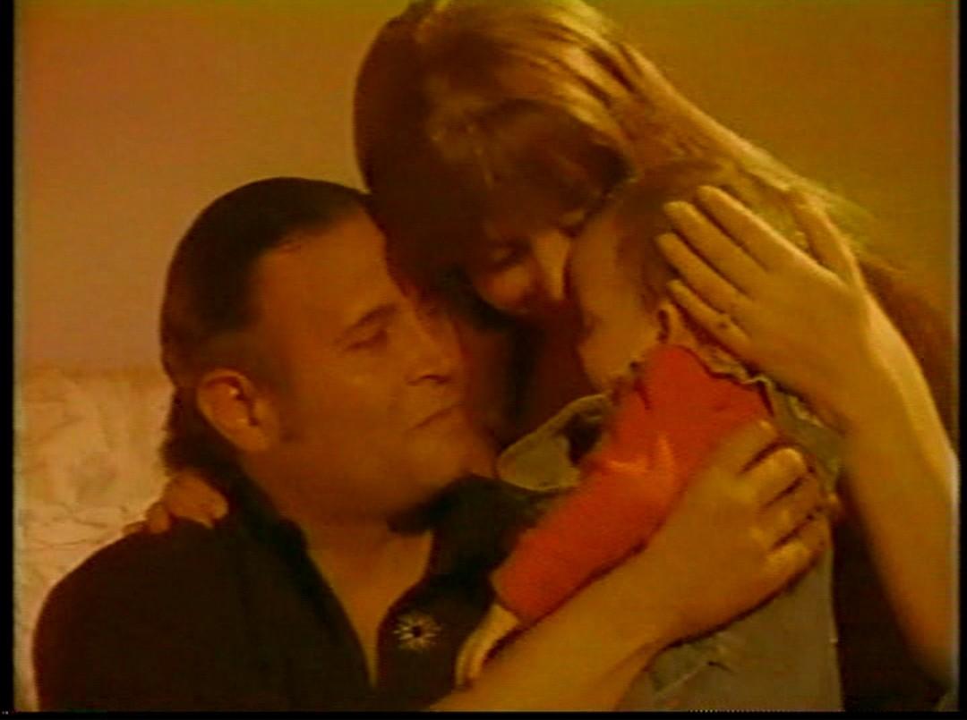 Guillermo Lagunes and Viviana Rey in Venganza sangrienta (1996)
