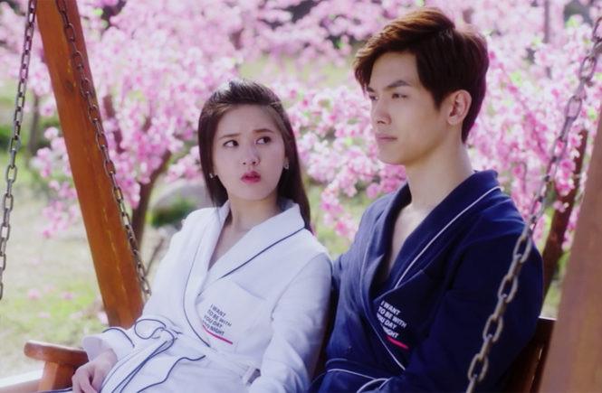 Lusi Zhou and Riley Wang in I Hear You (2019)