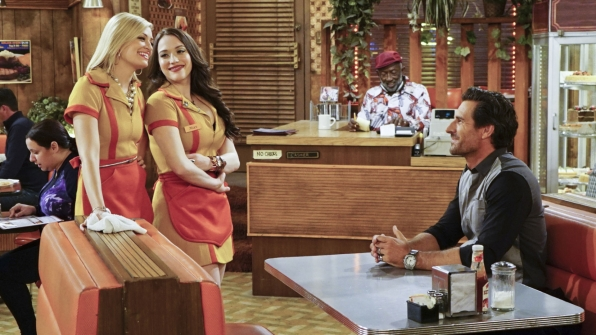 Garrett Morris, Ed Quinn, Kat Dennings, and Beth Behrs in 2 Broke Girls (2011)