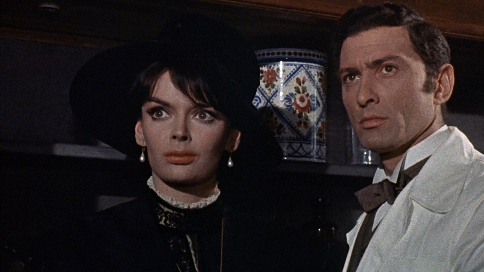 Barbara Steele and Silvano Tranquilli in L'orribile segreto del Dr. Hichcock (1962)