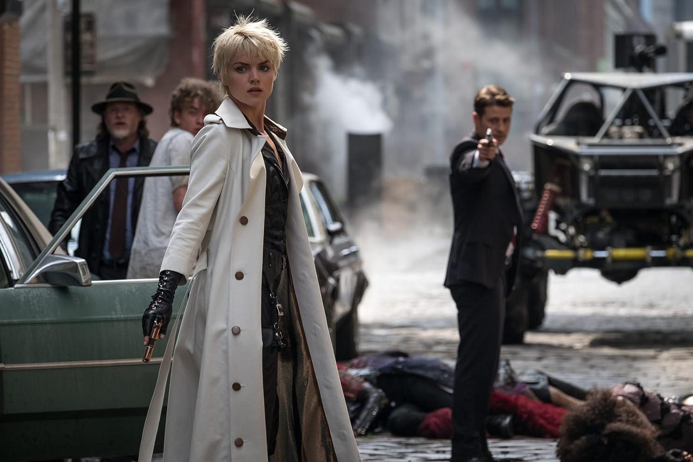 Donal Logue, Ben McKenzie, and Erin Richards in Gotham (2014)