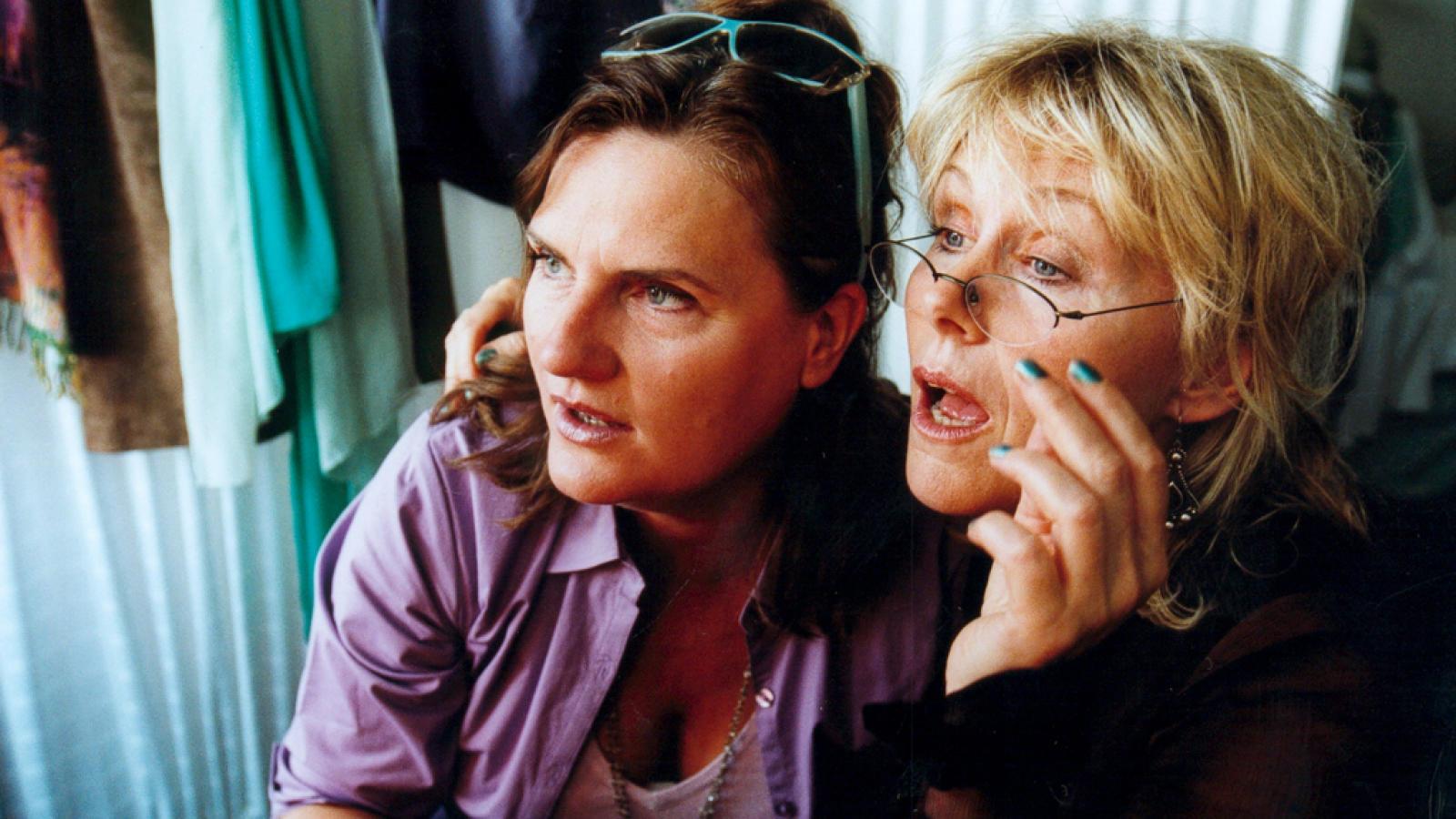 Jannie Faurschou and Tina Gylling Mortensen in Små ulykker (2002)