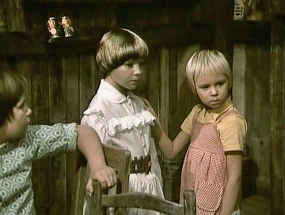 Svetlana Majbová and Zuzana Pravnanská in Spadla z oblakov (1978)