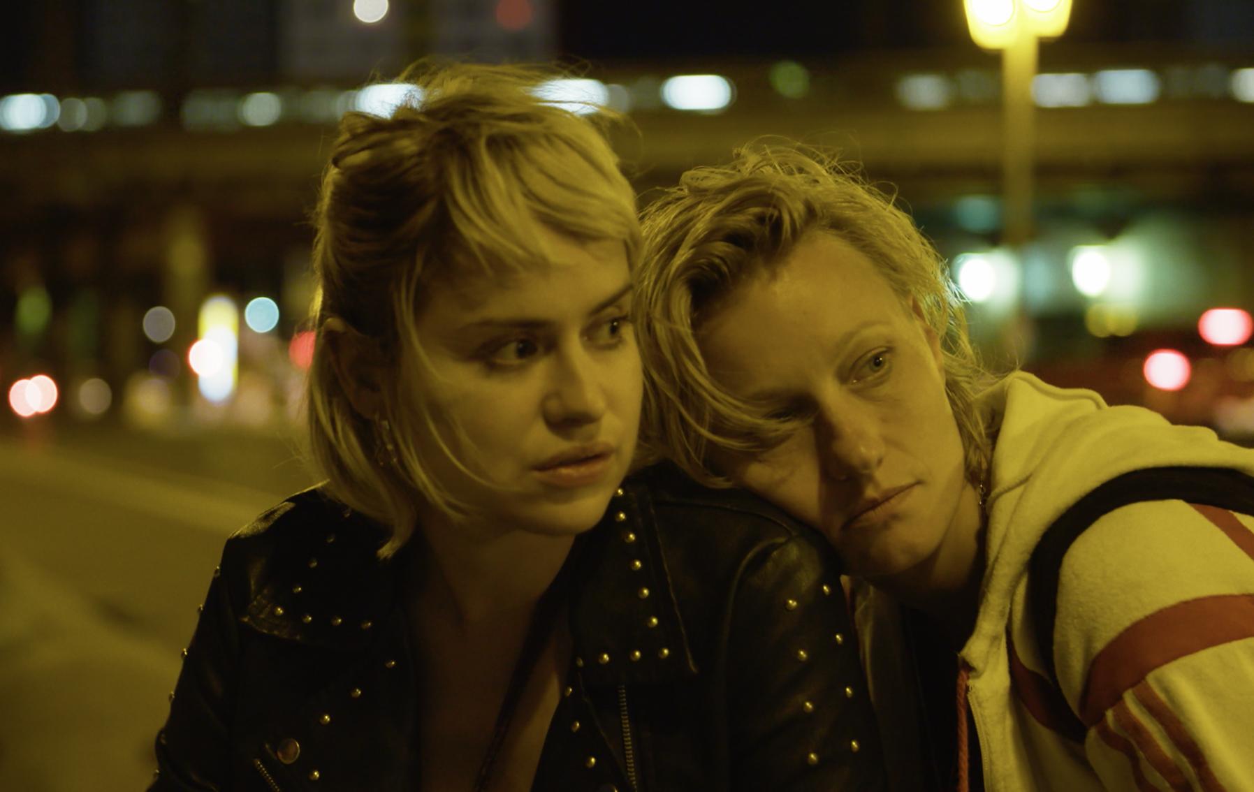 Martina Schöne-Radunski and Lana Cooper in Kim hat einen Penis (2018)