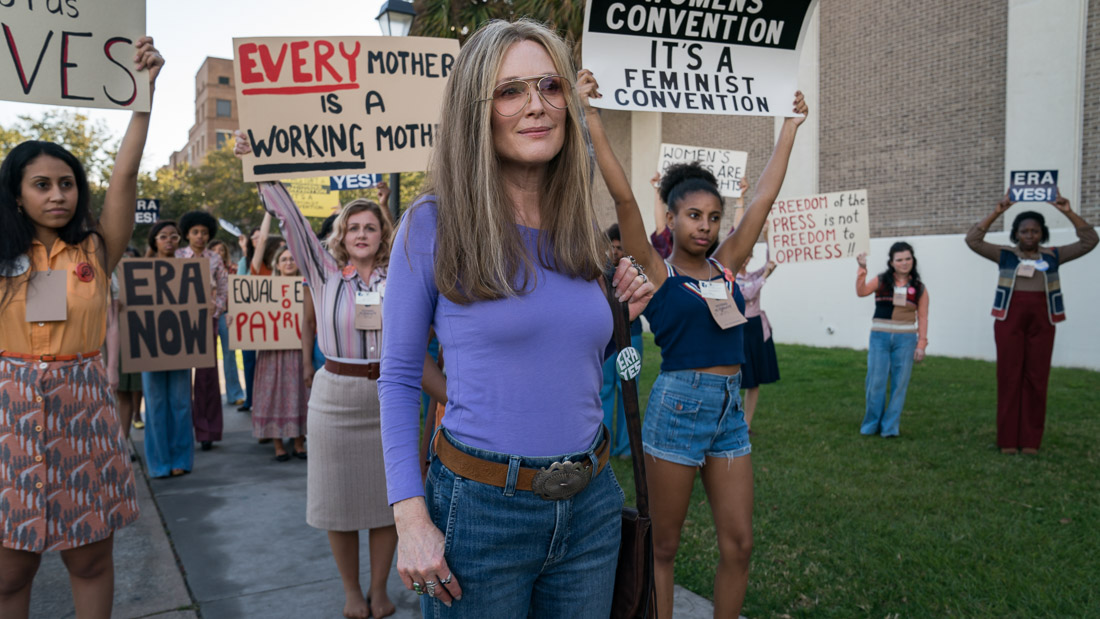 Julianne Moore in The Glorias (2020)