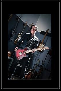 Troy Van Leeuwen Picture