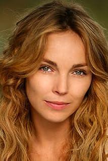 Claire Keim Picture