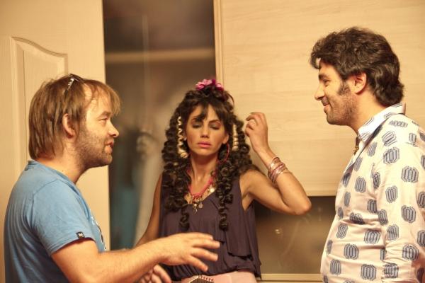 Mustafa Ugur Yagcioglu and Önder K. Açikbas in Sov bizinis (2011)