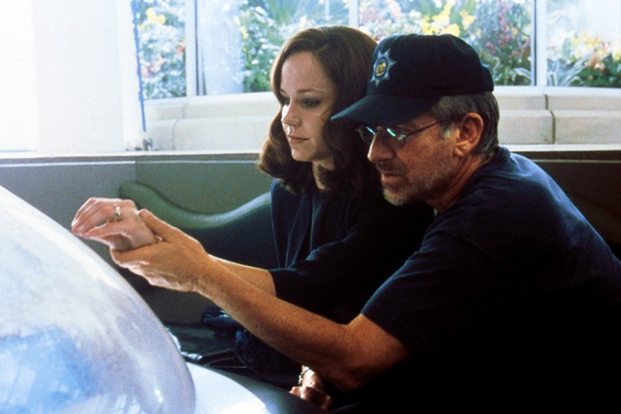 Steven Spielberg and Frances O'Connor in A.I. Artificial Intelligence (2001)