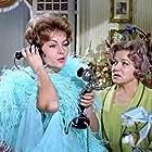 Isabel Garcés and Sara Montiel in Mi último tango (1960)