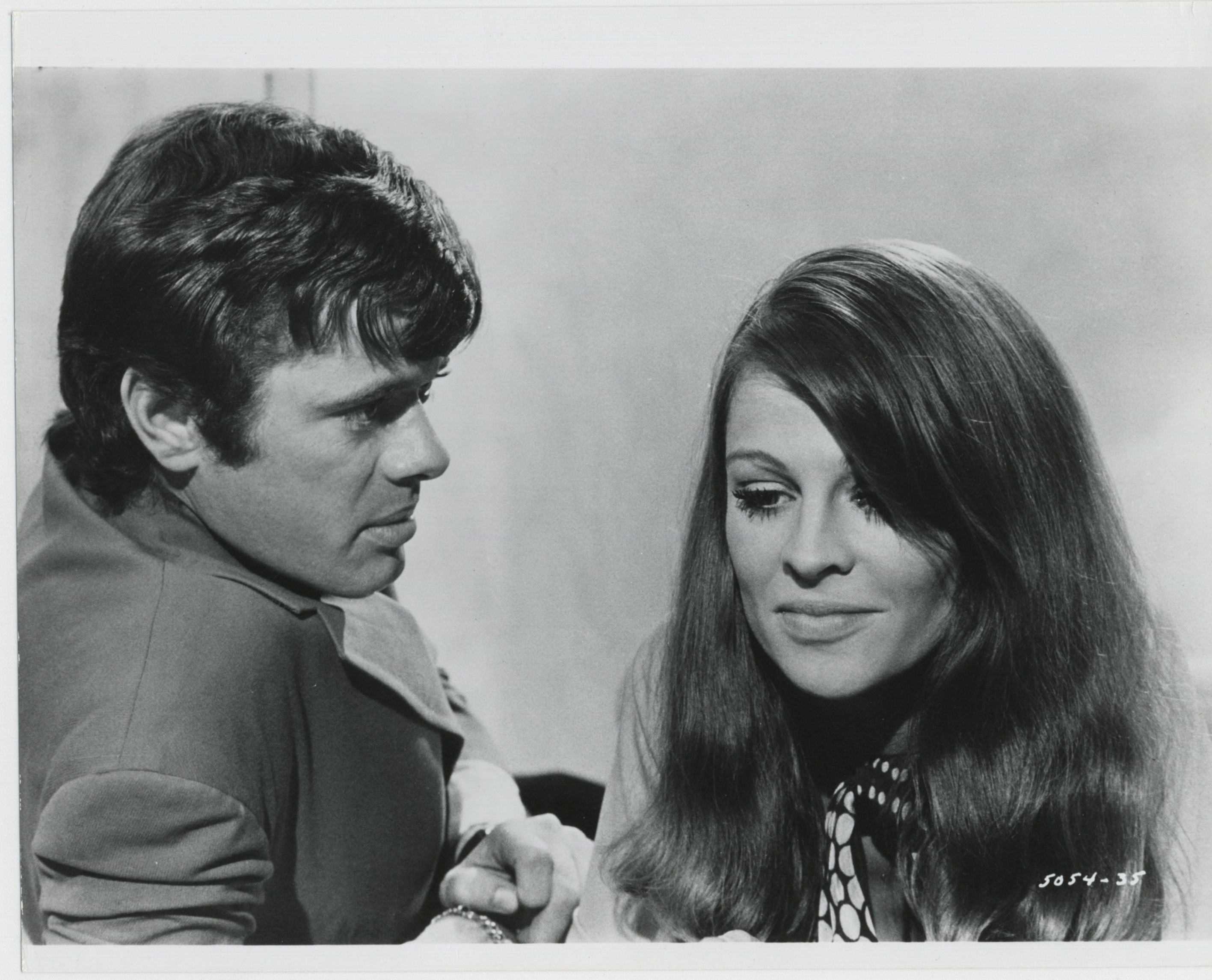 Julie Christie and Michael Sarrazin in In Search of Gregory (1969)