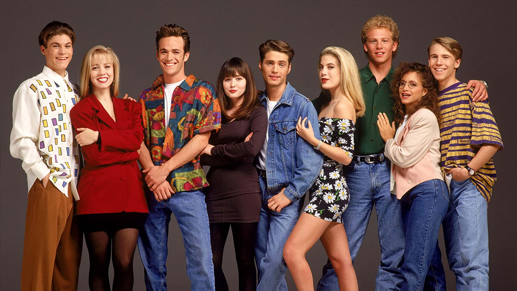 Luke Perry, Jason Priestley, Shannen Doherty, Jennie Garth, Tori Spelling, Brian Austin Green, Ian Ziering, Gabrielle Carteris, and Douglas Emerson in Beverly Hills, 90210 (1990)