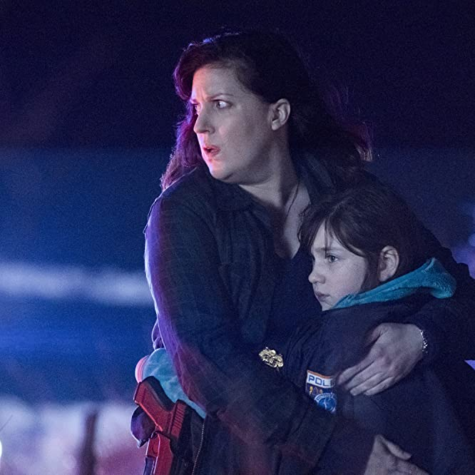 Allison Tolman and Alexa Swinton in Emergence (2019)