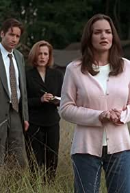 Gillian Anderson, David Duchovny, and Kristen Cloke in The X Files (1993)