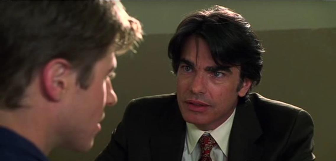 Sandy e Ryan si incontrano per la prima volta nel primo episodio di The OC. I due stanno parlando faccia a faccia.