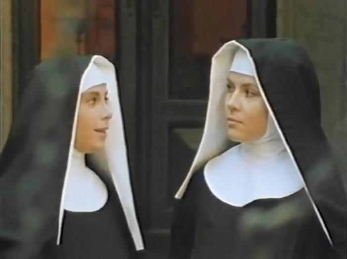 Zora Kerova and Paola Montenero in La vera storia della monaca di Monza (1980)