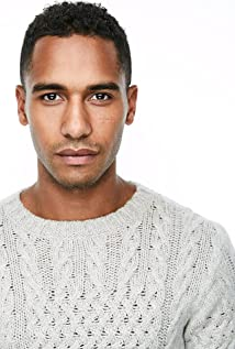 Elliot Knight Picture
