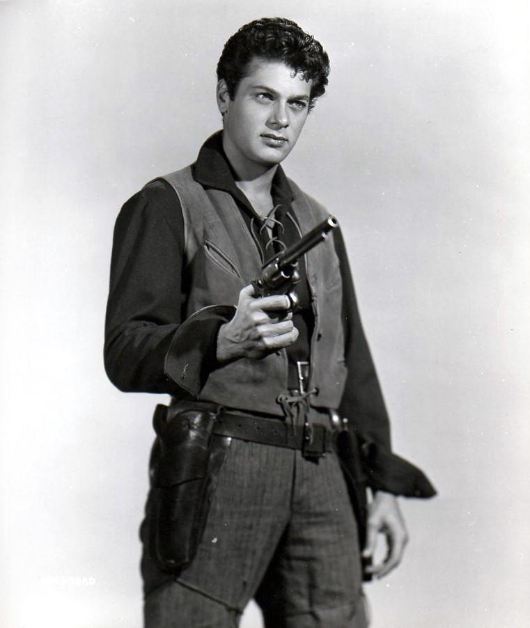 Tony Curtis in Kansas Raiders (1950)