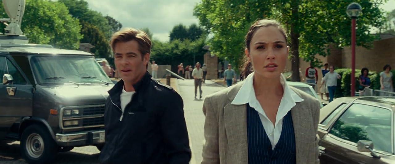 Review phim Wonder Woman 1984 (2020) | Chris Pine và Gal Gadot sát cánh bên nhau.