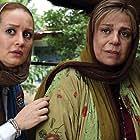 Gohar Kheirandish and Golnaz Khalesi in Moshte Akhar (2019)