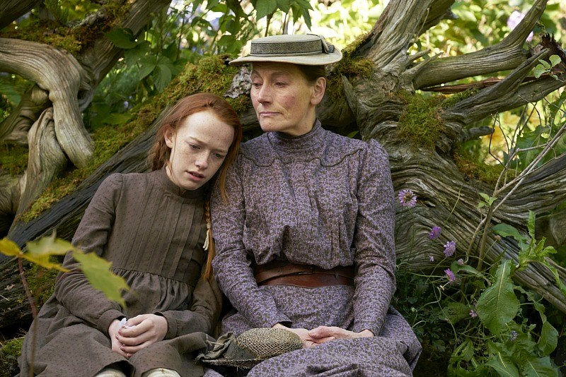 Geraldine James and Amybeth McNulty in Anne (2017)