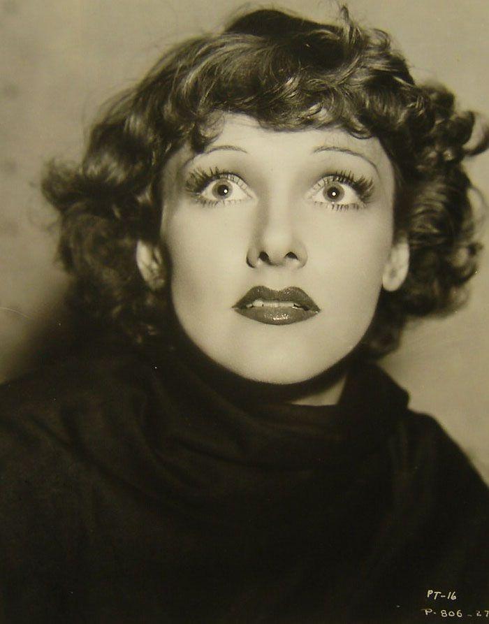 Lola Lane in Murder on a Honeymoon (1935)