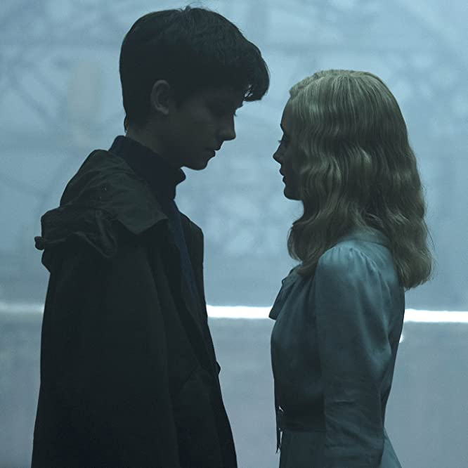 Asa Butterfield and Ella Purnell in Miss Peregrine's Home for Peculiar Children (2016)