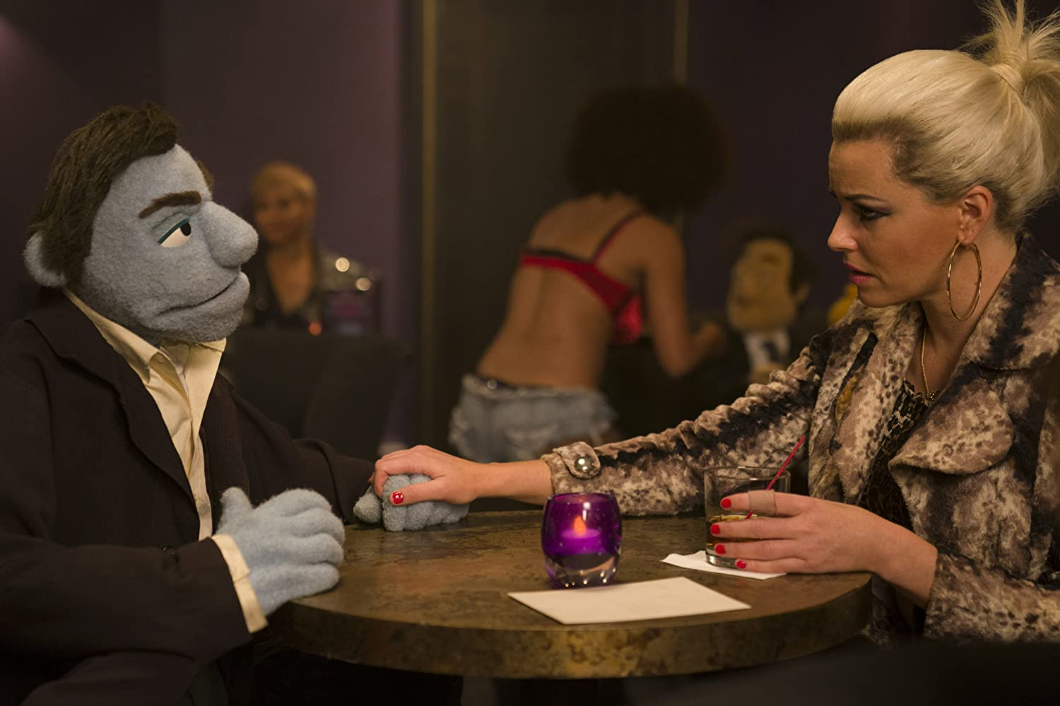 Elizabeth Banks and Bill Barretta in The Happytime Murders (2018)