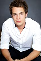 Johnny Simmons's primary photo