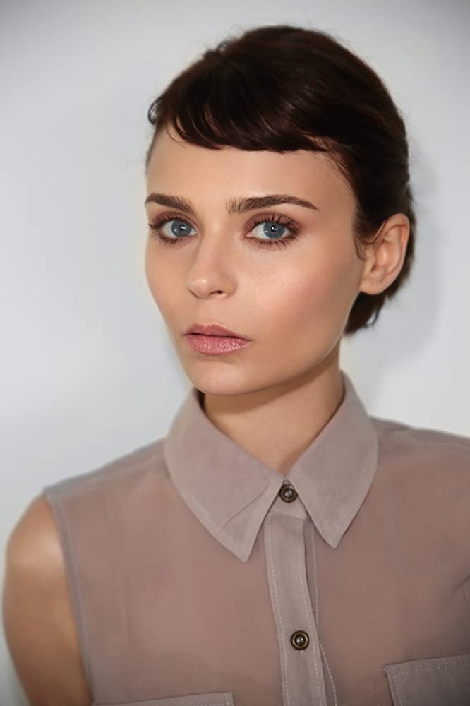Alexandra Krosney age