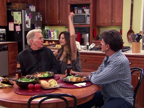 Charlie Sheen, Martin Sheen, and Noureen DeWulf in Anger Management (2012)