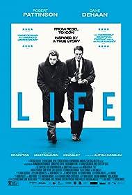 Robert Pattinson and Dane DeHaan in Life (2015)