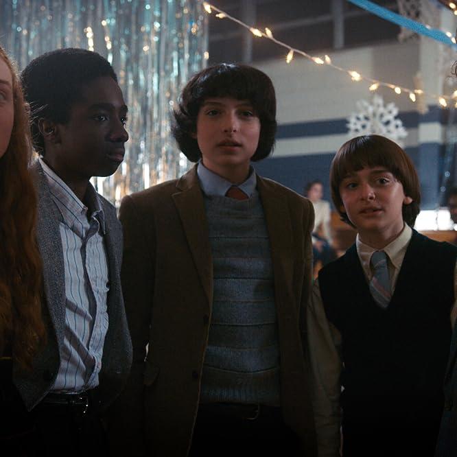 Caleb McLaughlin, Sadie Sink, Finn Wolfhard, Noah Schnapp, and Gaten Matarazzo in Stranger Things (2016)