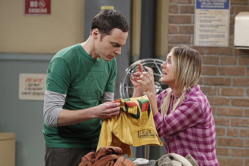 Kaley Cuoco and Jim Parsons in The Big Bang Theory (2007)