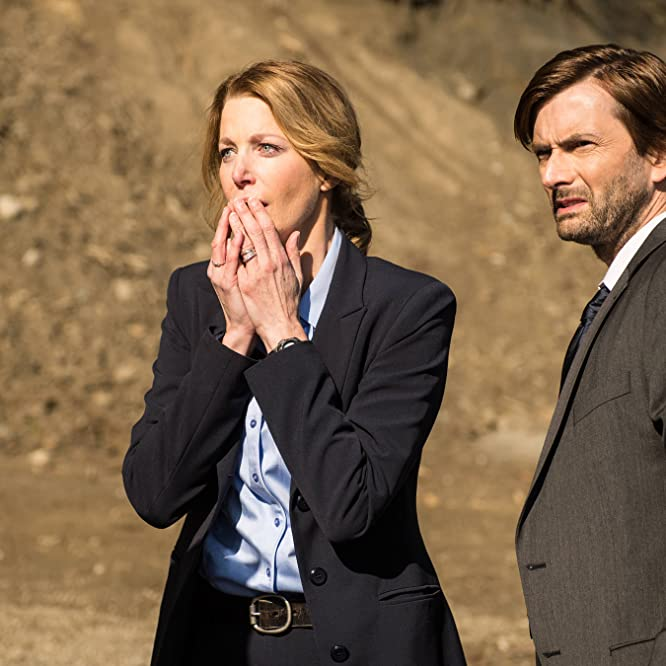 Anna Gunn and David Tennant in Gracepoint (2014)