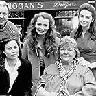Minnie Driver, Saffron Burrows, Maeve Binchy, Pat O'Connor, and Geraldine O'Rawe in Circle of Friends (1995)