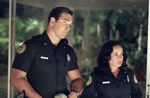 Janeane Garofalo and Patrick Warburton in Big Trouble (2002)