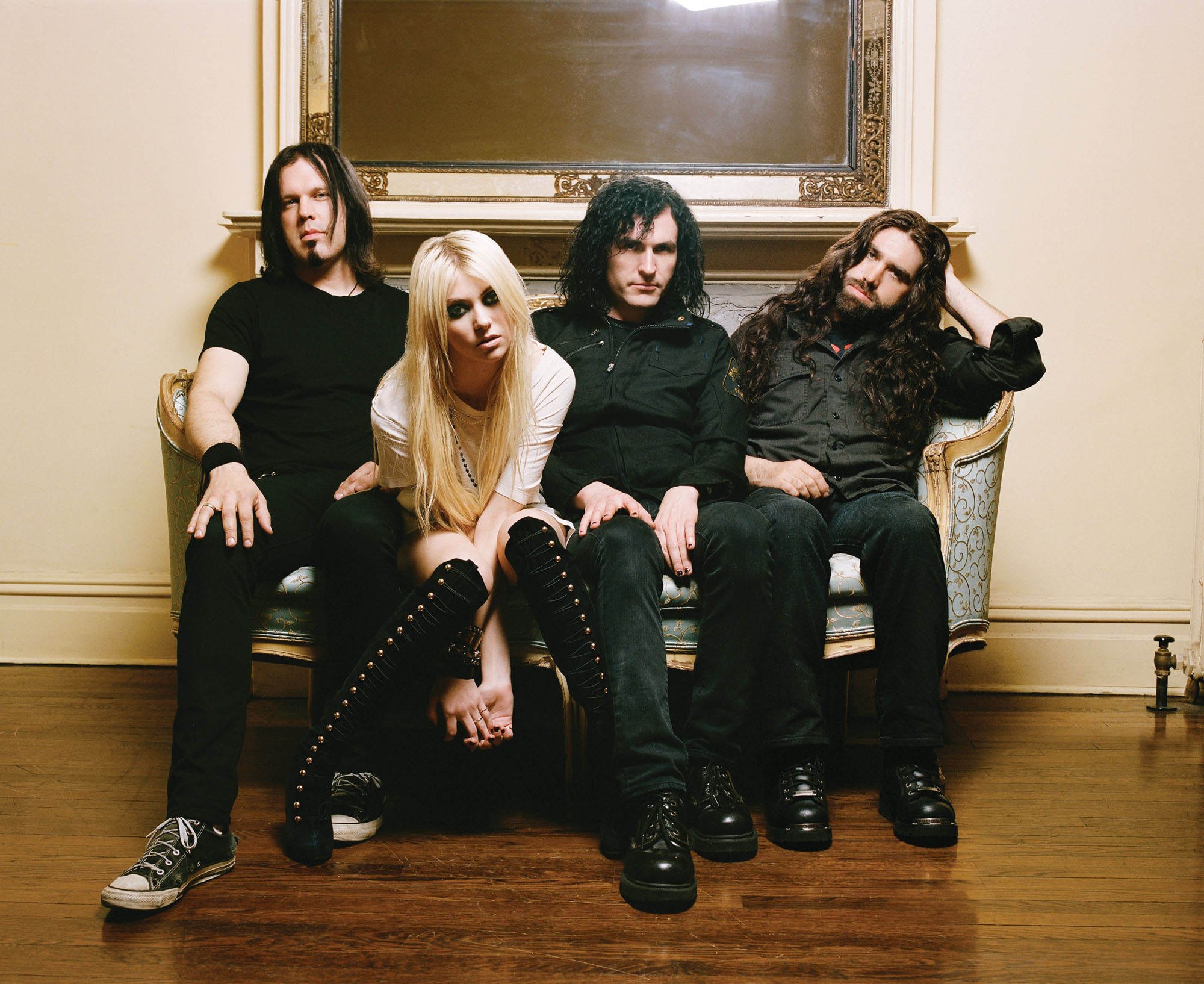 the pretty reckless champagne supernova download