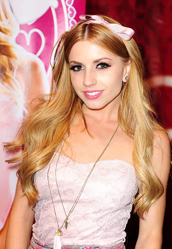 How Old Is Lexi Belle