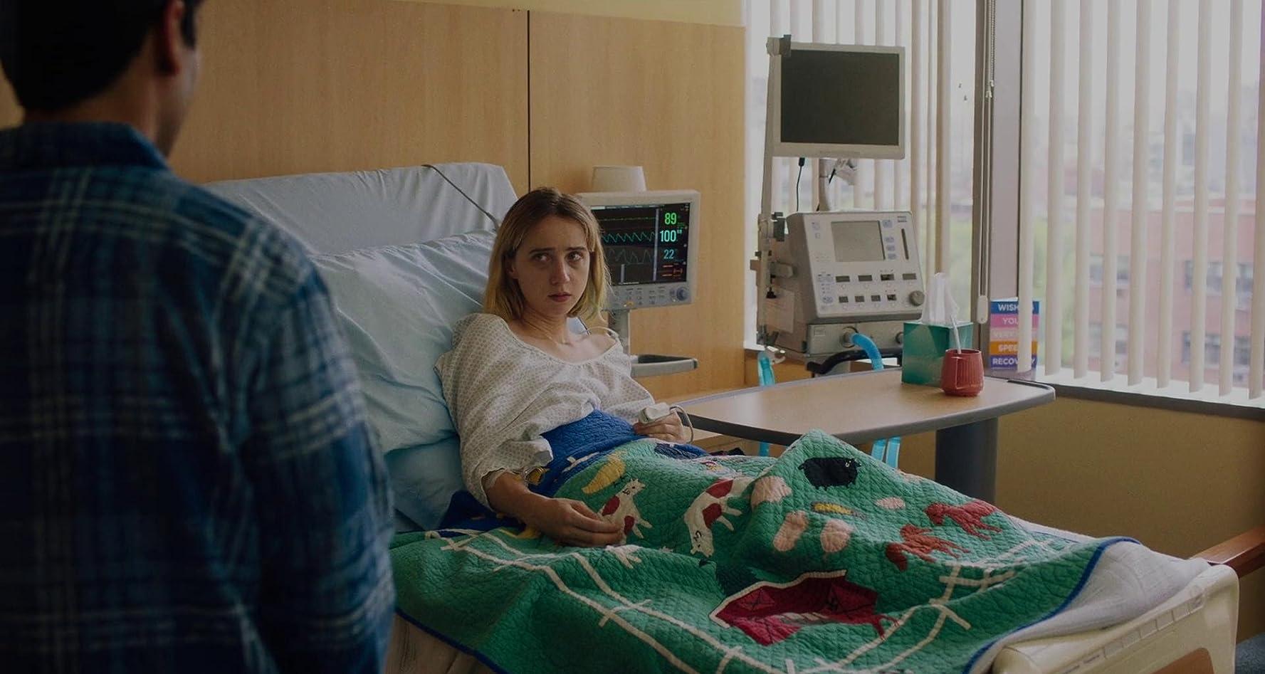 Zoe Kazan and Kumail Nanjiani in The Big Sick (2017)