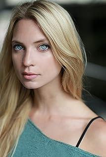 Hannah Lederer Picture