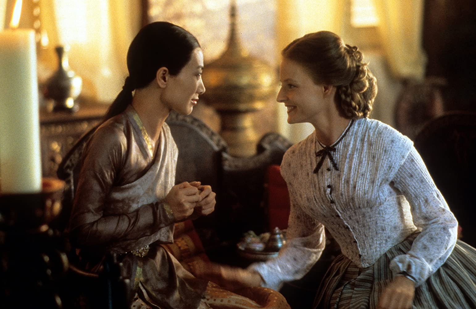 Jodie Foster and Bai Ling in Anna and the King (1999)