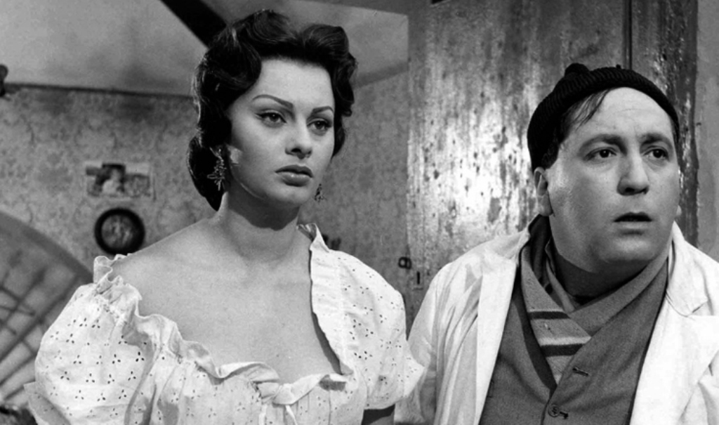 Sophia Loren and Giacomo Furia in L'oro di Napoli (1954)