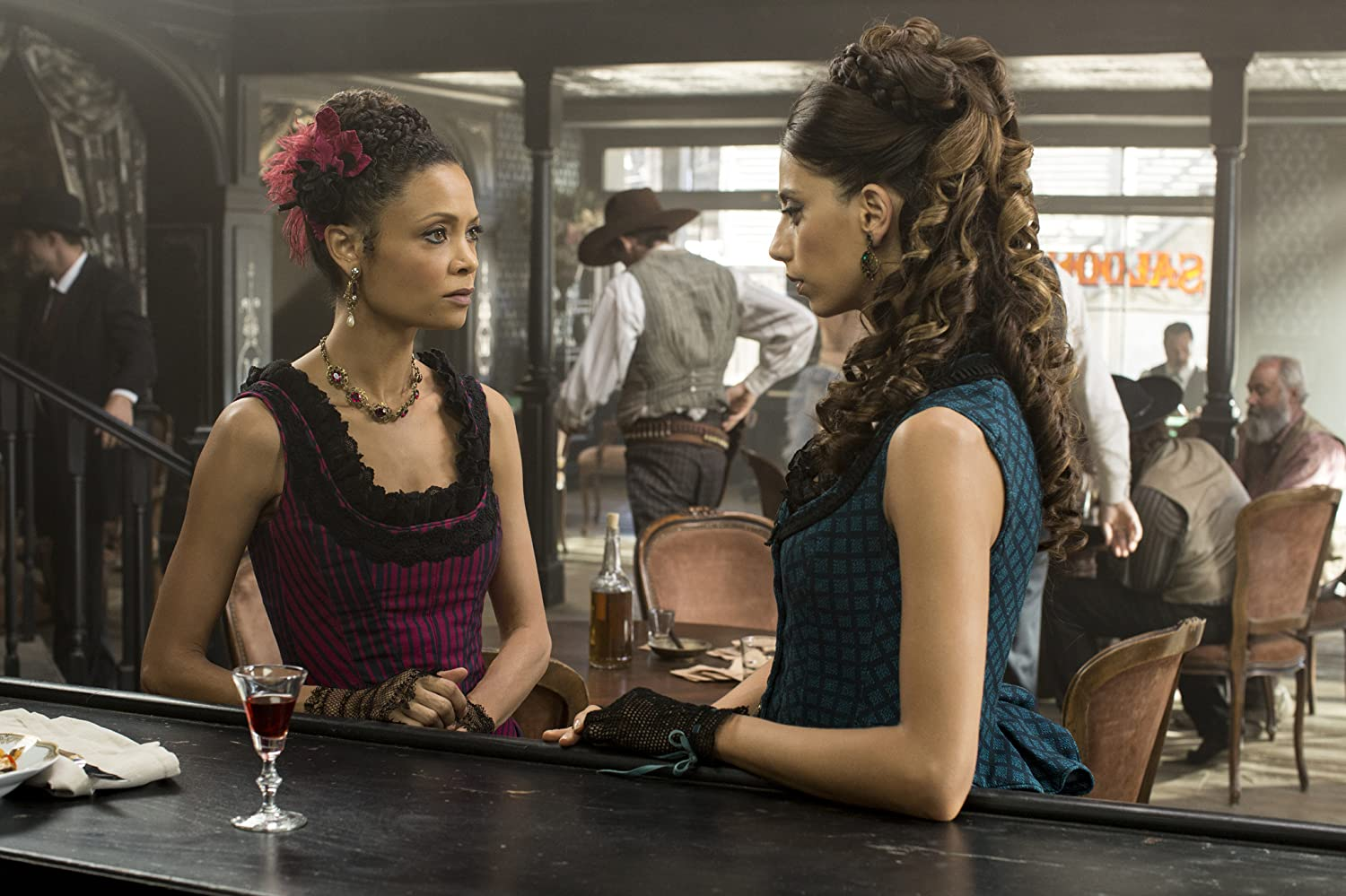Thandie Newton and Angela Sarafyan in Westworld (2016)