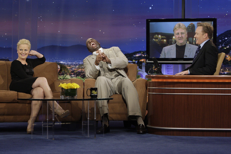 Magic Johnson, Conan O'Brien, Larry Bird, and Amy Poehler in The Tonight Show with Conan O'Brien (2009)